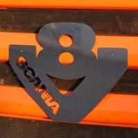 Логотип SCANIA V8 на капот