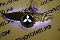 Светящийся логотип Mitsubishi с крыльями