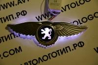 Светящийся логотип Peugeot с крыльями