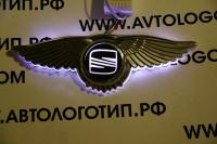 Светящийся логотип Seat с крыльями