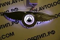 Светящийся логотип Geely с крыльями