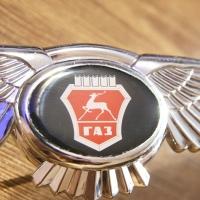Логотип GAZ с крыльями на решетку радиатора