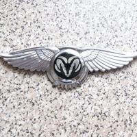 Логотип Dodge с крыльями