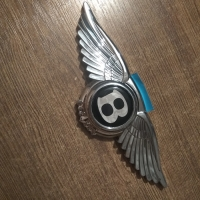 Логотип Bentley с крыльями